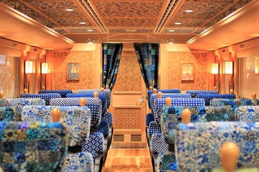 Limited express_train_kawasemiyamasemi(JR kyushu)